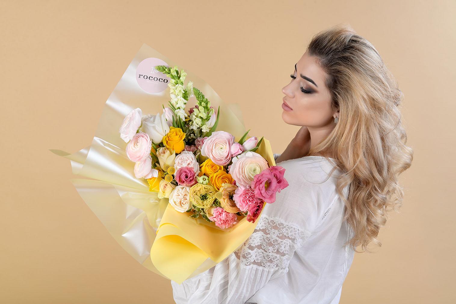 Какой букет цветов подарить девушке ?