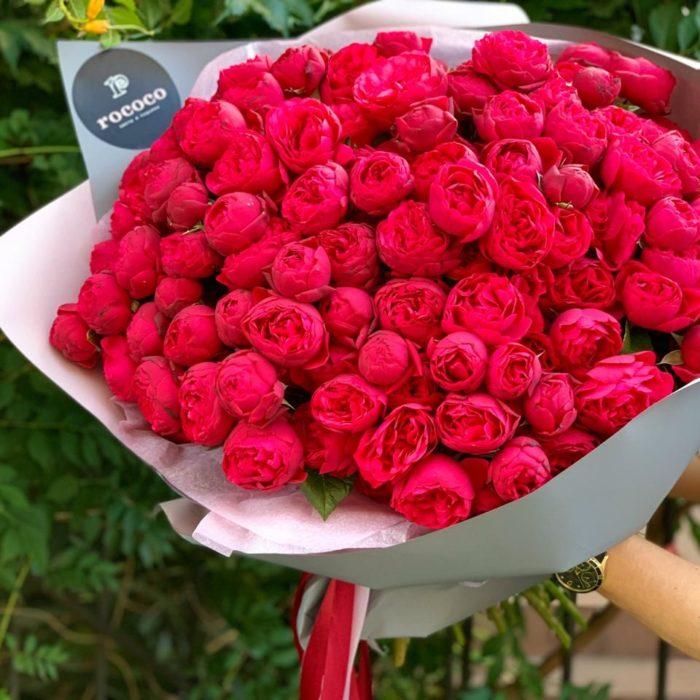 Монобукет из пионовидных кустовых роз