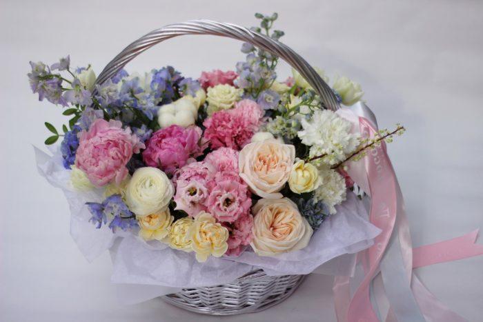 Корзины и коробки цветов в Сочи