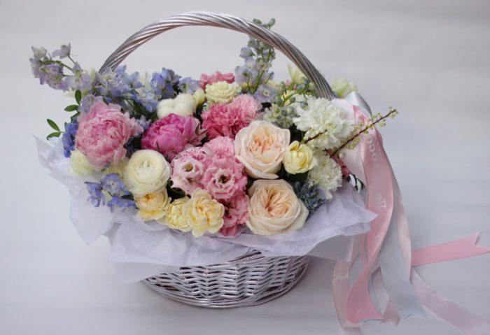 Корзины и коробки цветов Сочи