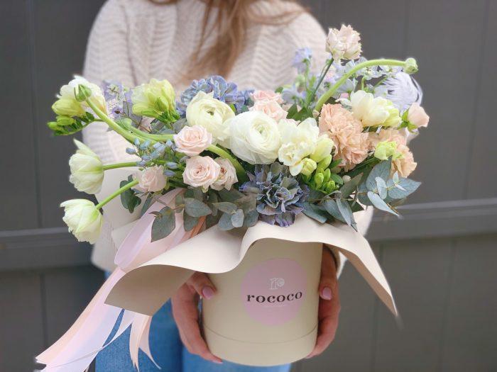 Цветы в коробке Сочи