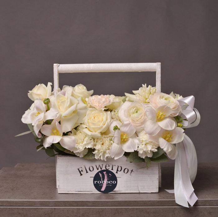 Корзина цветов , цветы , цветы в деревянной корзине Сочи