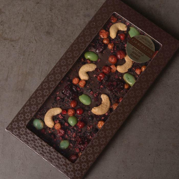 Шоколад «Брусника, вишня, кешью»